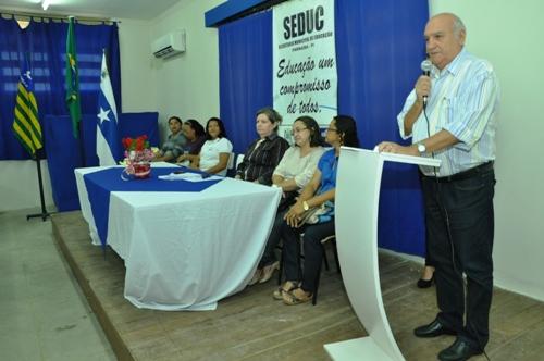 Diretores de escolas da rede pública municipal de ensino são empossados