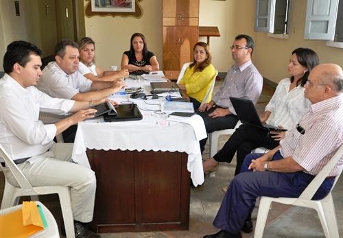 Prefeito Florentino Neto reúne equipe para planejar ações de 2014