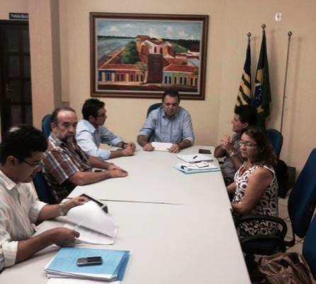 Prefeitura discute parcerias para implantação do tratamento do câncer em Parnaíba