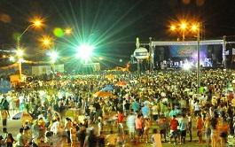 Sábado de carnaval em Parnaíba atrai grande público à Central da Folia