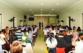 Adolescentes do projeto Menina Moça participam de culto em ação de graças