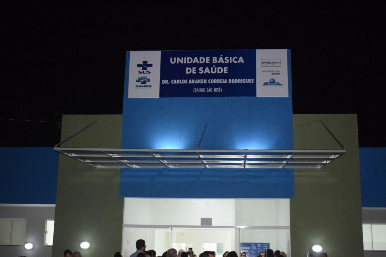 "Mão Santa inaugura no Bairro São José Unidade Básica de Saúde ""Dr. Carlos Araken Correia Rodrigues"""
