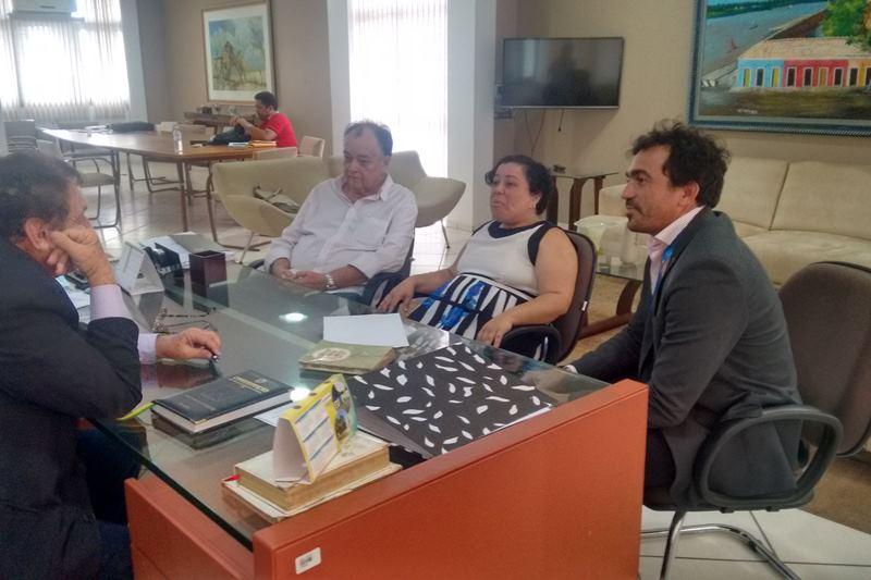 Estágio obrigatório e voluntário: Mão Santa assina convênio com Campus Reis Velloso