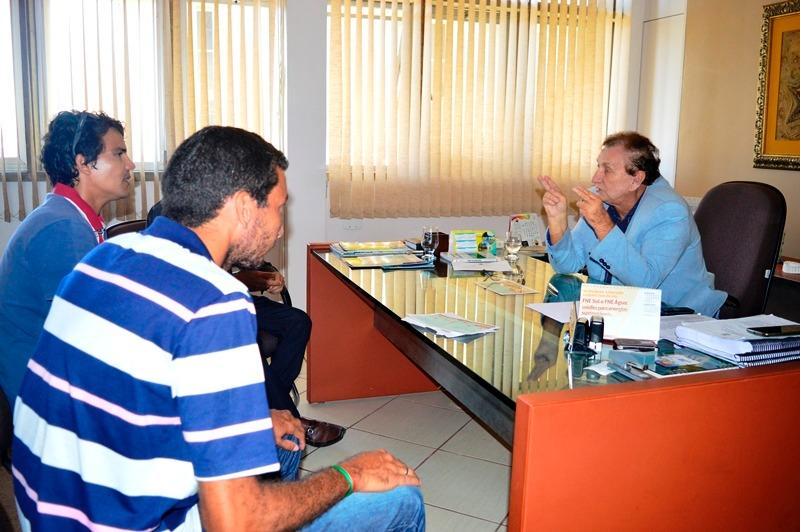 Campeões de Vôlei de Praia visitam prefeito Mão Santa e solicitam apoio