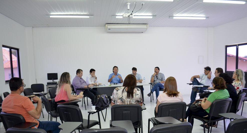 Secretário de Saúde Leonardo Correia reúne gestores da saúde para discutir melhorias no atendimento do SUS