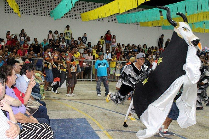 """Prefeito Mão Santa elogia e incentiva o Festival de Folguedos """"São João da Parnaíba"""""""