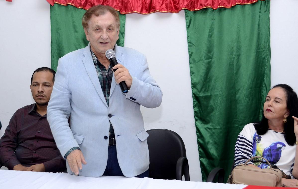 Escola Roland Jacob: Prefeito Mão Santa participa de encerramento e entregue de certificados de Curso de Libras
