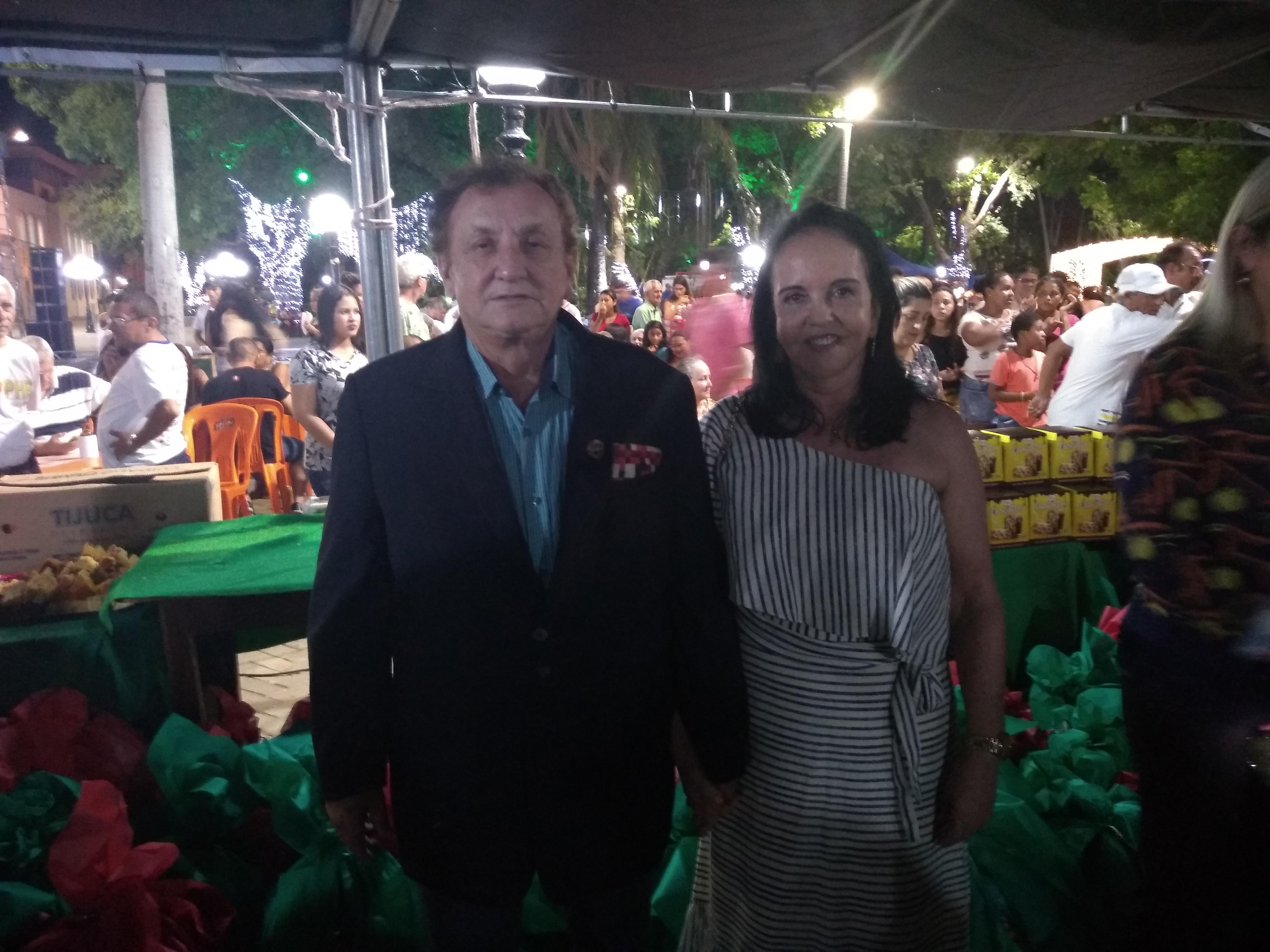 Prefeito Mão Santa e esposa prestigiam confraternização dos garis na Praça da Graça