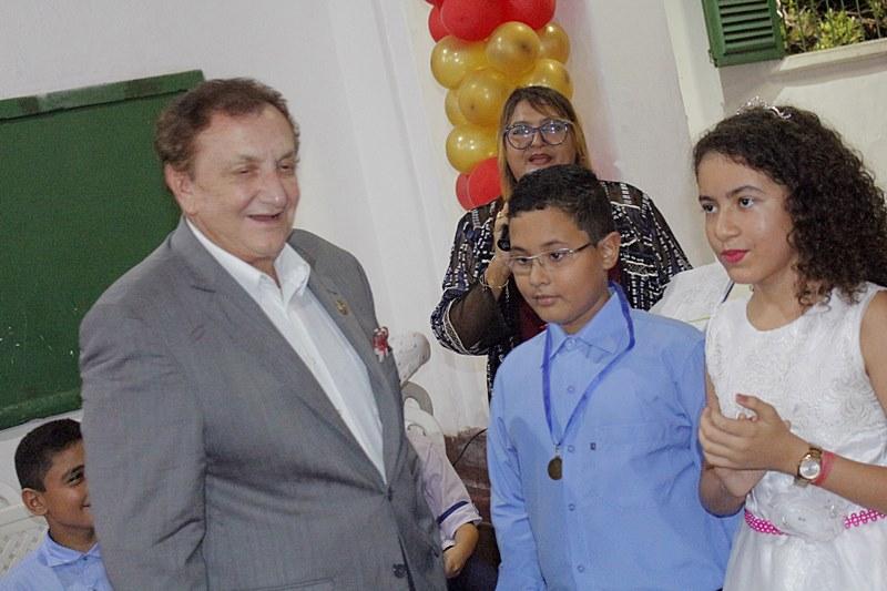 Mão Santa prestigia formatura de alunos da rede municipal de ensino