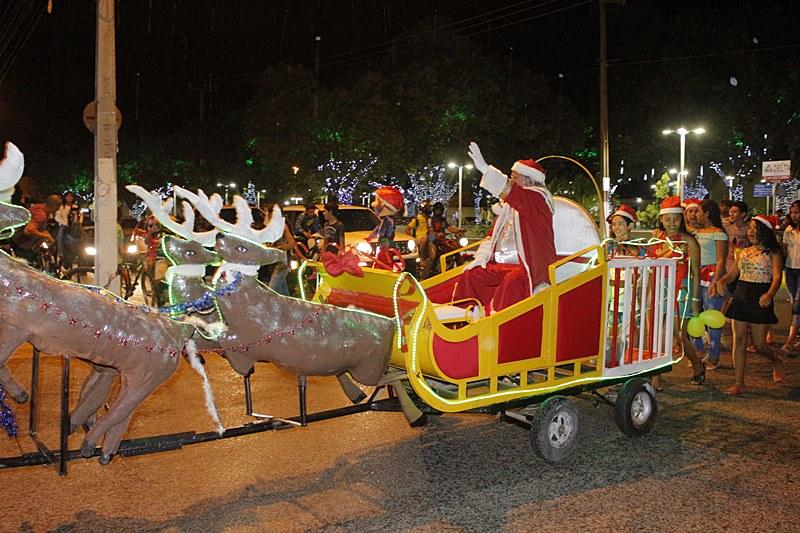 """Natal da cidade é oficialmente aberto com a """"I Parada de Natal"""""""