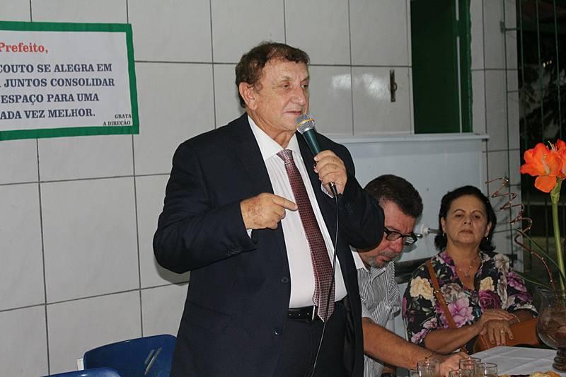 Prefeito Mão Santa entrega mais duas escolas reformadas