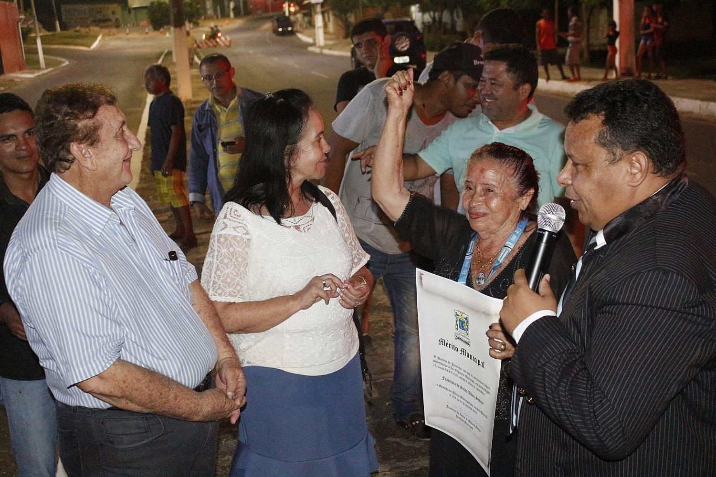 Líder de Pescadores do Mercado da Caramuru é homenageada pelo Prefeito Mão Santa
