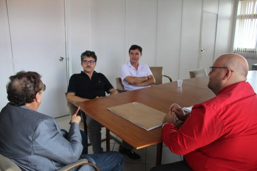Prefeito Mão Santa recebe diretoria do Grupo Elizeu Martins que anuncia novo empreendimento