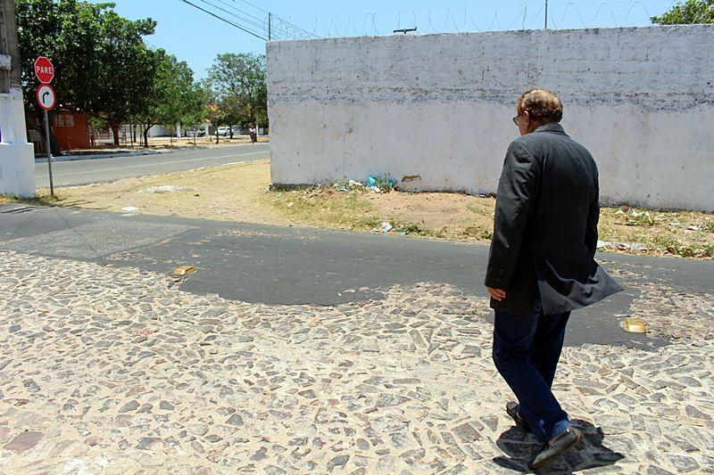 Prefeito Mão Santa visita bairros que receberão pavimentação asfáltica