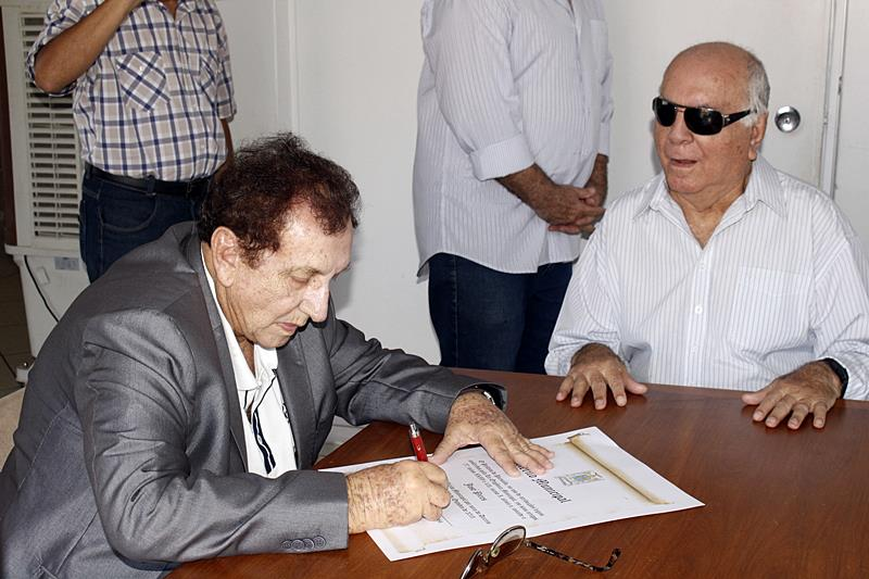 Empresário José Pires é agraciado com medalha do Mérito Municipal