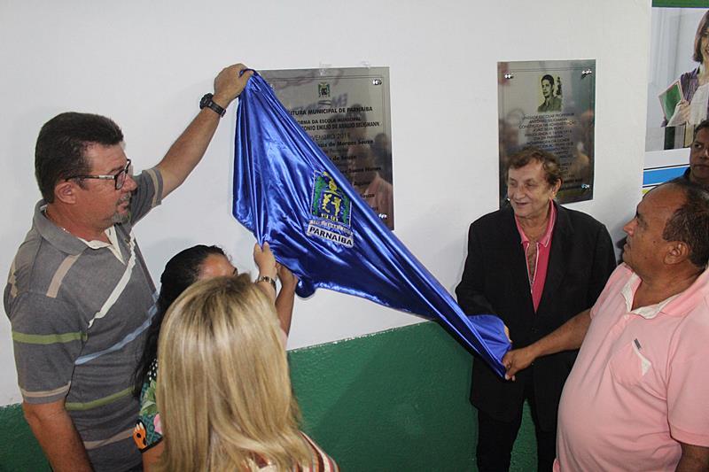 Prefeito Mão Santa entrega reforma e ampliação da 75ª escola municipal