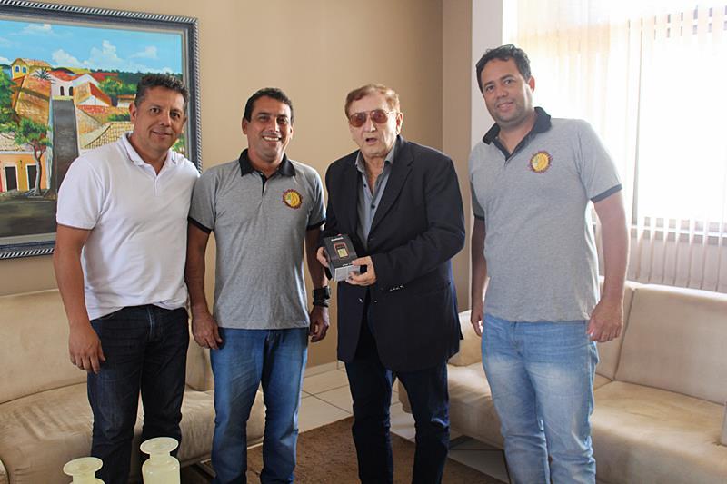 Esportistas doam GPS à Prefeitura de Parnaíba em agradecimento a apoio