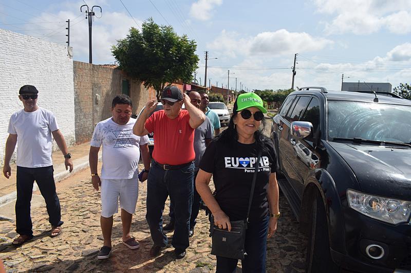 Prefeito Mão Santa acompanha trabalhos de limpeza no Bairro Dom Rufino
