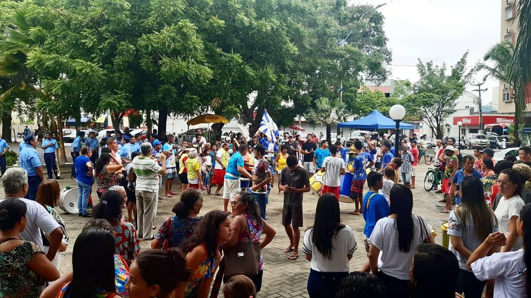 Arrastão da Saúde Mental leva clima de Carnaval ao centro da cidade