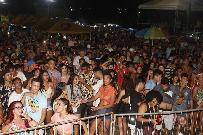 Penúltima noite de carnaval da Prefeitura de Parnaíba foi de paz, alegria e muita festa