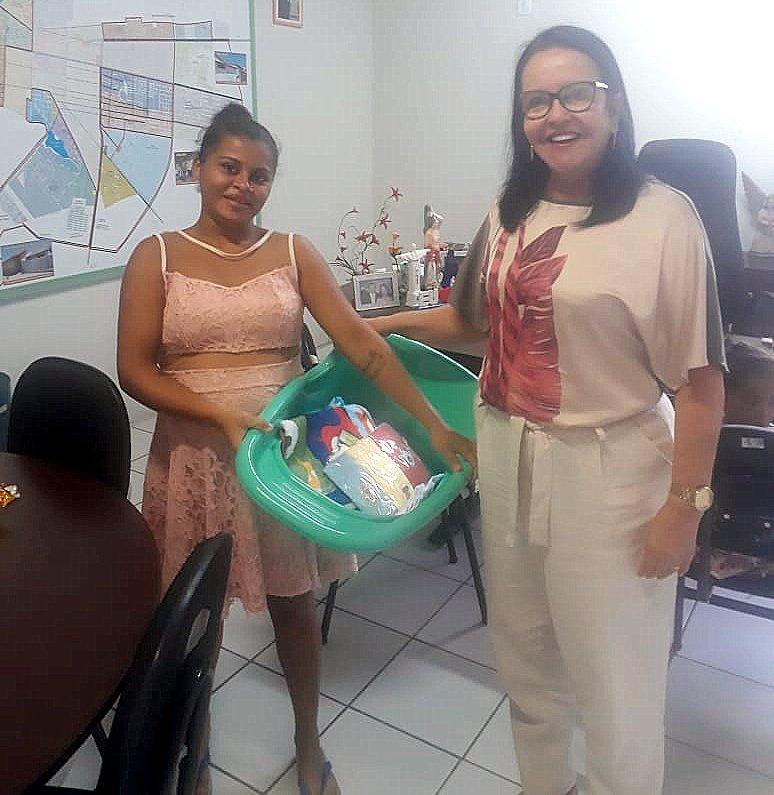 SEDESC entrega kits de enxoval a gestantes beneficiadas pelo programa Maternidade Responsável