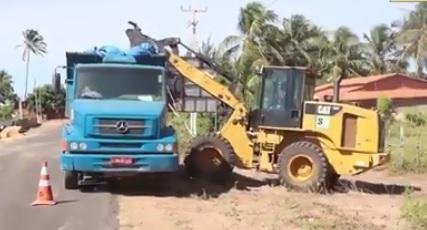 Prefeitura de Parnaíba realiza mutirão de limpeza e zeladoria na comunidade Pedra do Sal