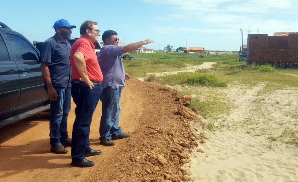 Prefeito Mão Santa vistoria melhorias nas estradas vicinais que melhoram vida de moradores na Pedra do Sal e Cantagalo