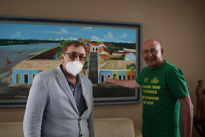 Mão Santa recebe empresário Luciano Hang