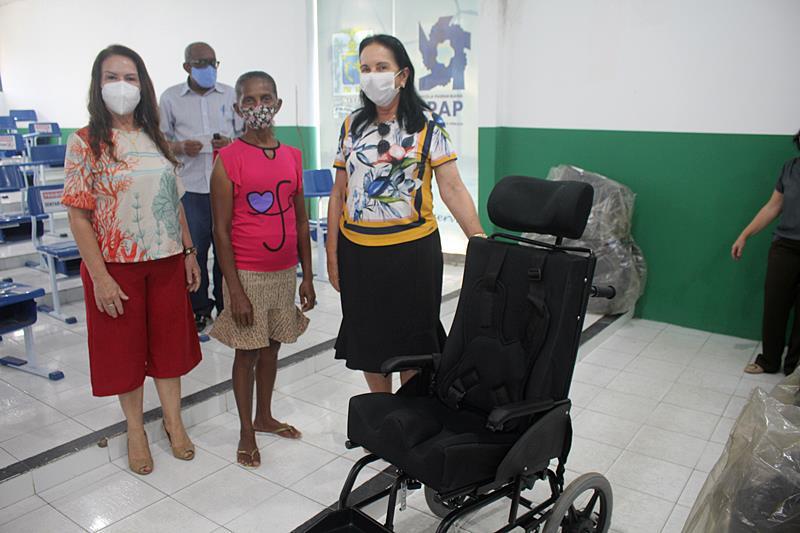 Prefeitura de Parnaíba realiza doação de cadeiras de rodas