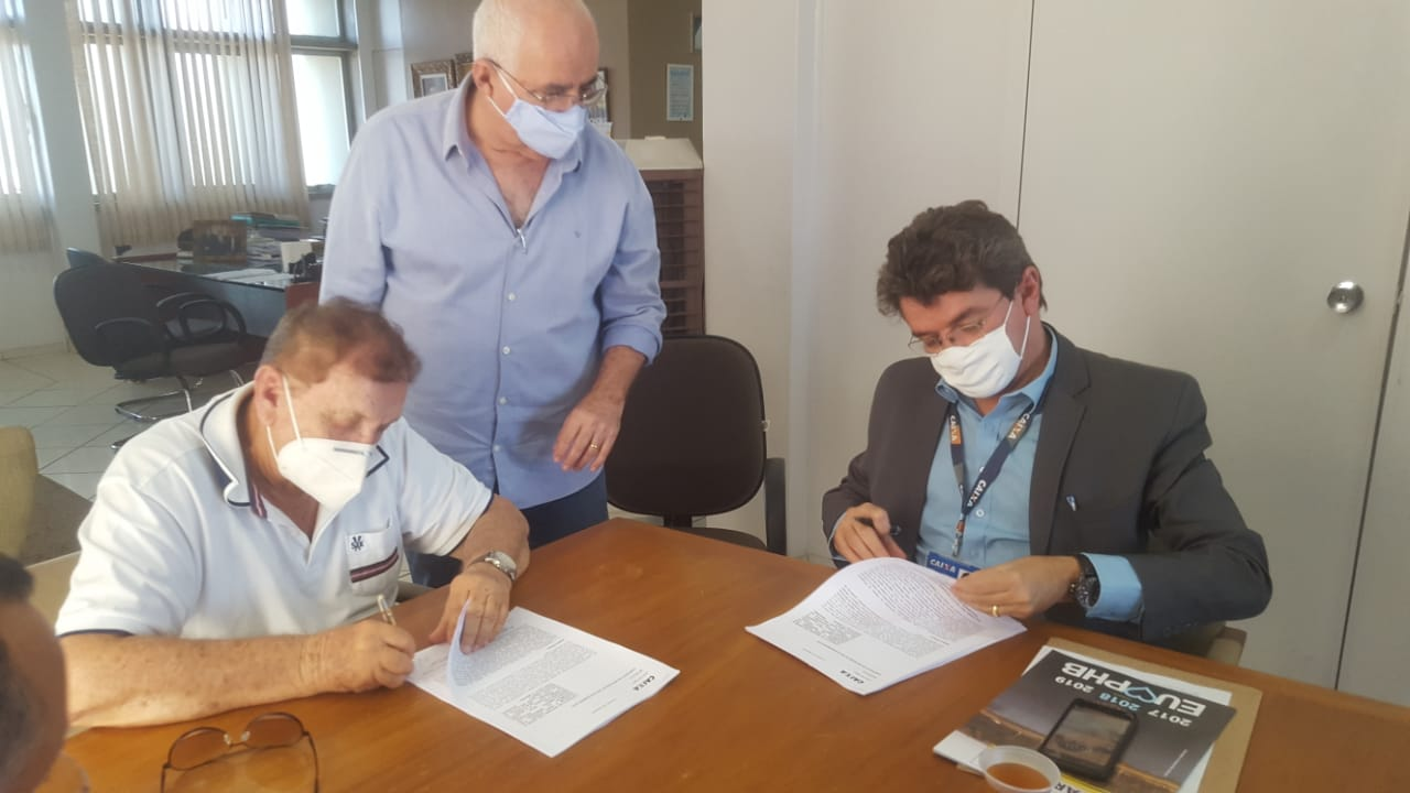 Com representantes da Caixa Econômica, Prefeito Mão Santa assina contrato para recebimento de R$ 17,2 milhões da construção da nova ponte de Parnaíba