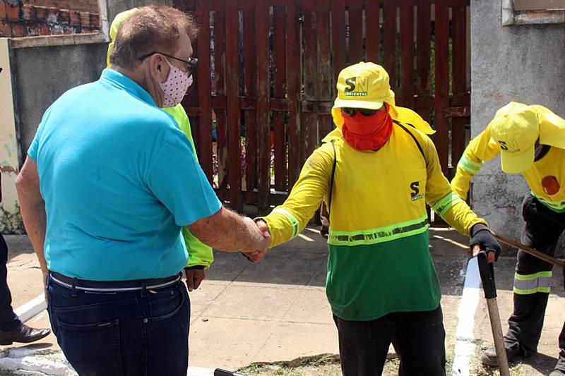 Prefeito Mão Santa inspeciona obras de asfaltamento no Bairro São José