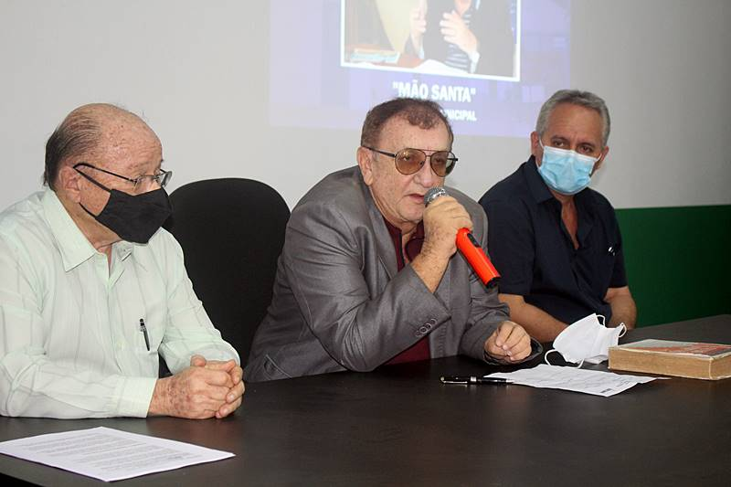 Prefeito Mão Santa realiza palestra para servidores municipais