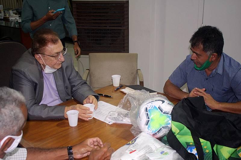 Prefeito Mão Santa recebe diretoria do Parnahyba Sport Club