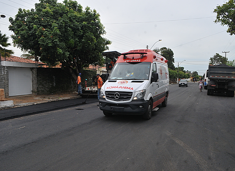 Prefeitura avança nas ações do Programa Parnaíba Trafegável e mais vias públicas recebem asfaltamento no município