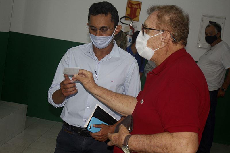 Prefeito Mão Santa acompanha vacinação contra COVID-19 e pede que moradores não deixem de tomar segunda dose