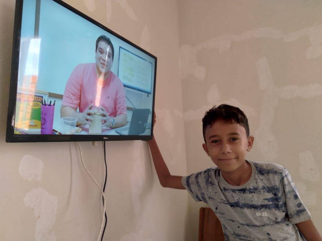 Milhares de estudantes da Rede Municipal de Ensino de Parnaíba acompanham as videoaulas da SEDUC na TV