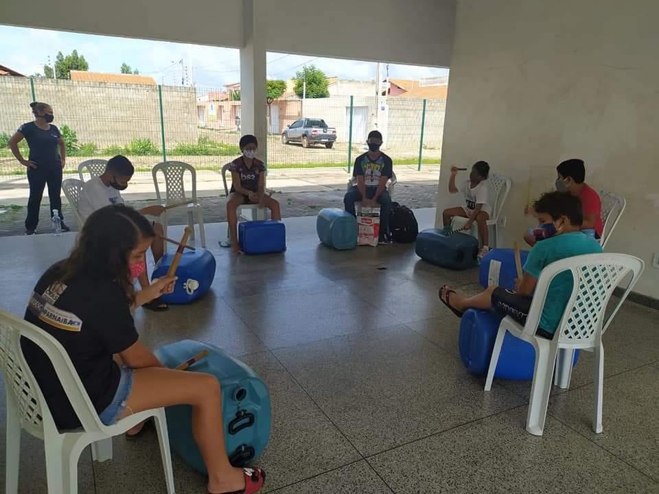"""""""Projeto Fazendo Arte"""" atende usuários do Centro de Referência de Assistência Social (CRAS)"""
