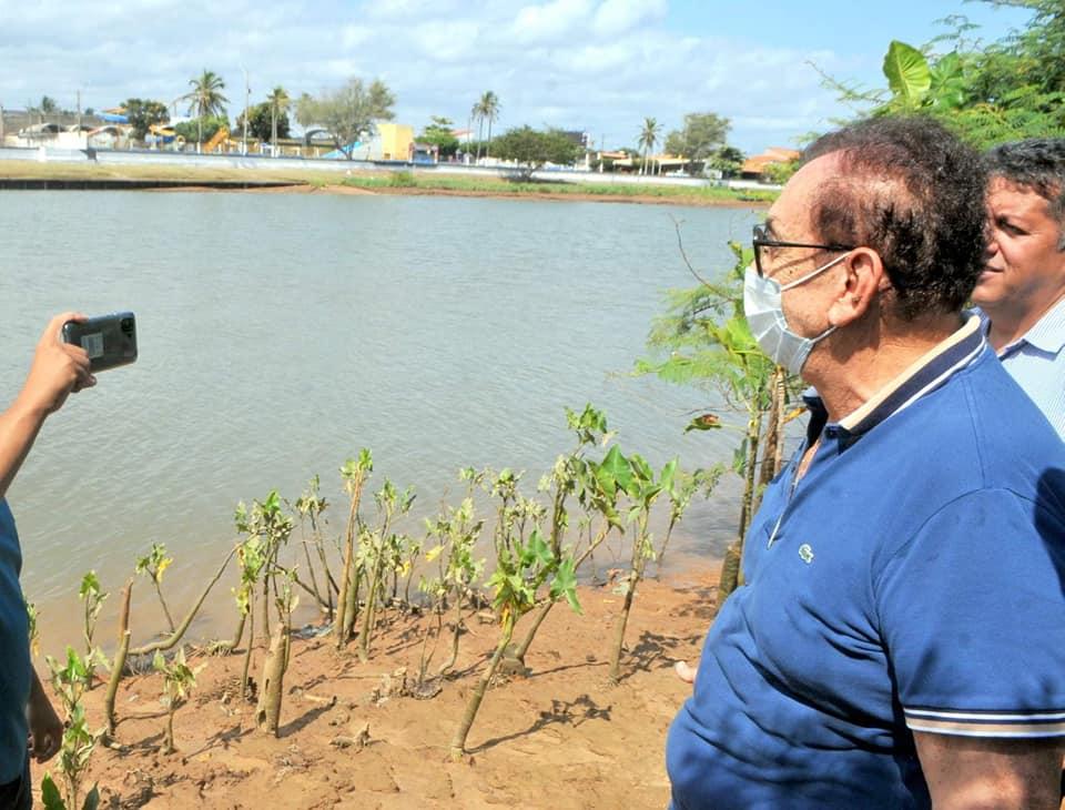 Prefeito Mão Santa visita obra da estrada da nova ponte que ligará a Beira-Rio ao Labino, para encurtar a distância para a Praia da Pedra do Sal
